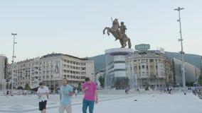 Fontana di Alessandro Magno a Skopje stock footage