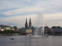 Fontana di Alsterfontaene Alster nel lago interno Binnenalster Alster a Amburgo Fotografia Stock Libera da Diritti