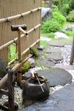 Fontana di bambù nell'Hokkaido, Giappone fotografia stock libera da diritti
