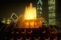 Fontana di Buckingham in Grant Park alla notte, Chicago, Illinois Immagine Stock
