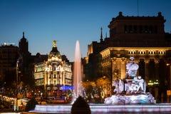Fontana di Cibeles e di Alcala a Madrid al crepuscolo Fotografie Stock