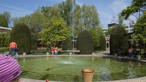Fontana di costruzione storica del parco della Germania dello zoo di Wilhema immagine stock libera da diritti