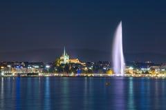 Fontana di Ginevra alla notte Fotografia Stock