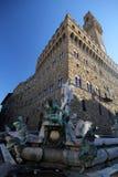 Fontana di Nettuno con Palazzo Vecchio a Firenze Fotografia Stock