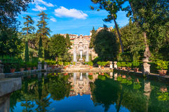 Fontana di Nettuno ed organo in villa d Este in Tivoli fotografia stock