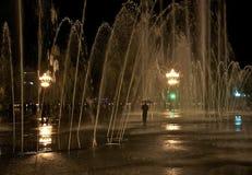 Fontana di notte davanti alla residenza di Dalai Lama Fotografia Stock