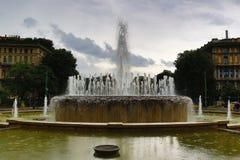 Fontana Di Piazza castello regenachtige dag Milan Italy royalty-vrije stock afbeeldingen