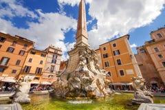 01 05 2016 - Fontana di Piazza della Rotonda (Fontana del Pantheon)在罗马 免版税库存照片