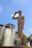 Fontana di pietra con la statua del pifferaio a Barcellona, Spagna Immagini Stock Libere da Diritti
