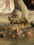 Fontana di pietra nella forma del drago fotografia stock libera da diritti