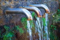 Fontana di Pol Pol nel parco naturale di Urkiola nel Paese Basco immagini stock libere da diritti