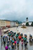 Fontana di Residenzbrunnen su Residenzplatz a Salisburgo, Austria Fotografia Stock Libera da Diritti