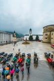 Fontana di Residenzbrunnen su Residenzplatz a Salisburgo, Austria Immagini Stock Libere da Diritti