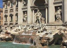 Fontana di Trevi在罗马 图库摄影