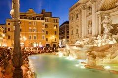 Fontana Di TREVI στη Ρώμη που φωτίζεται τη νύχτα Στοκ Εικόνες