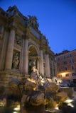 Fontana di Trevi alla notte Fotografia Stock Libera da Diritti