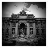 Fontana di Trevi in bianco e nero Fotografia Stock Libera da Diritti