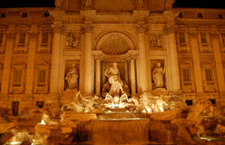 Fontana di Trevi, bis zum Nacht Lizenzfreies Stockfoto