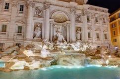 Fontana di Trevi nachts, Rom, Italien Lizenzfreies Stockfoto