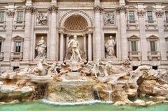 Fontana di Trevi a Roma, Italia Aprile 2018 fotografie stock