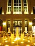 Fontana e costruzione Immagini Stock