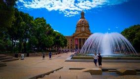 Fontana e parco di Alberta Legislature Grounds immagini stock libere da diritti