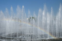Fontana e Rainbow Fotografia Stock Libera da Diritti