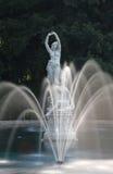 Fontana e statua Immagini Stock