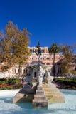 Fontana e statua dell'università della California del Sud nella f Fotografie Stock Libere da Diritti