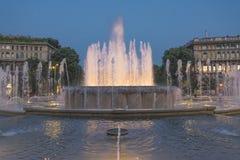 Fontana illuminata nella sera Fotografia Stock