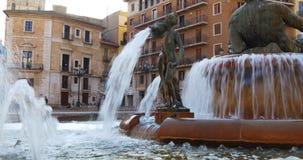 Fontana leggera 4k spagna di Valencia del blocchetto dell'ombra di Sun stock footage