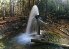 Fontana in legno Bello paesaggio Immagine Stock
