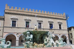 Fontana Maggiore with Palazzo Ducale as background Stock Photography