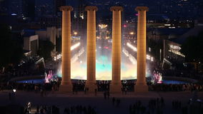 Fontana magica a Barcellona alla notte video d archivio