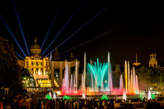 Fontana magica di Montjuïc a Barcellona alla notte Fotografie Stock