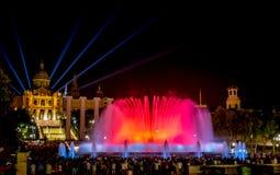 Fontana magica di Montjuïc a Barcellona alla notte Immagini Stock Libere da Diritti
