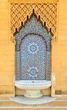 Fontana marocchina di stile con le tessere variopinte fini alla m. Fotografie Stock