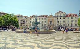 Fontana a mezzogiorno, Lisbona di Rossio Immagine Stock