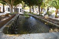 Fontana a Mijas nelle montagne sopra Costa del Sol in Spagna Fotografia Stock Libera da Diritti