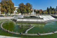 Fontana nel centro della città di Pleven, Bulgaria fotografie stock