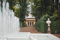 Fontana nel giardino St Petersburg 1026 di estate Immagine Stock Libera da Diritti