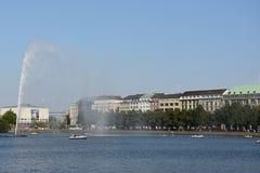 Fontana nel lago Alster a Amburgo, Germania Immagini Stock Libere da Diritti