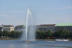 Fontana nel lago Alster a Amburgo, Germania Fotografie Stock Libere da Diritti