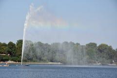 Fontana nel lago Alster a Amburgo, Germania Fotografia Stock Libera da Diritti