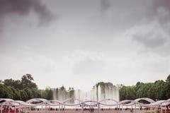 Fontana nel parco. Spostamento di inclinazione. Fotografie Stock