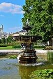 Fontana nel Volksgarten a Vienna, Austria immagini stock
