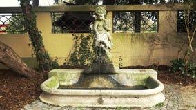 Fontana nella città di Karlsruhe bello posto romantico archivi video