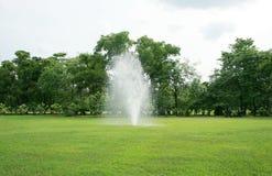 Fontana in parco Immagini Stock