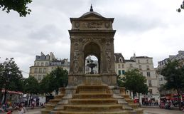Fontana a Parigi Fotografie Stock Libere da Diritti
