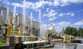 Fontana in Petrodvorets (Peterhof), St Petersburg Fotografia Stock Libera da Diritti